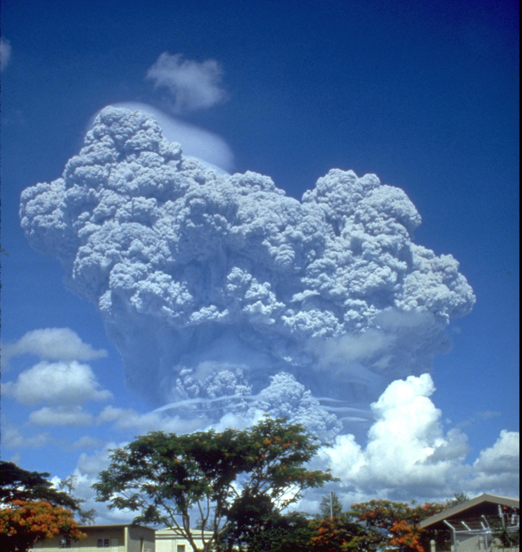 f11b_280px-Pinatubo91eruption_clark_air_base.jpeg